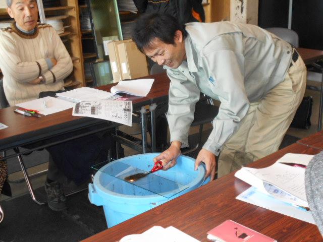 網入りと網ナシのガラスの延焼実験
