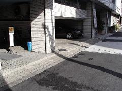 磁器タイルに施工(事務所前玄関)
