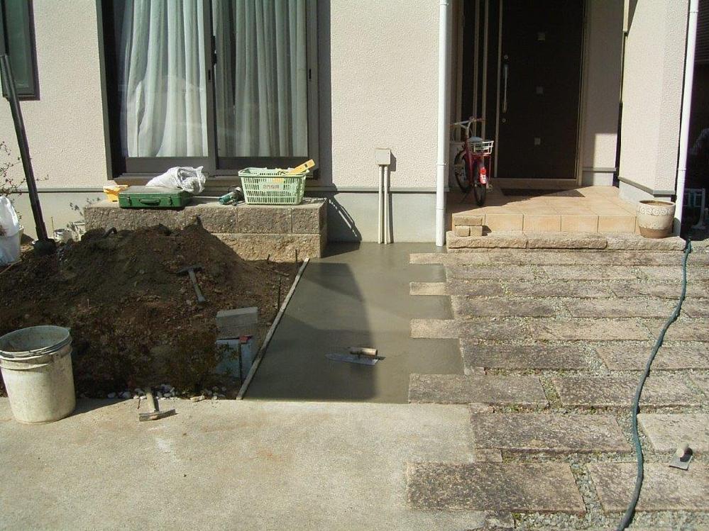 庭にコンクリート部分を増設