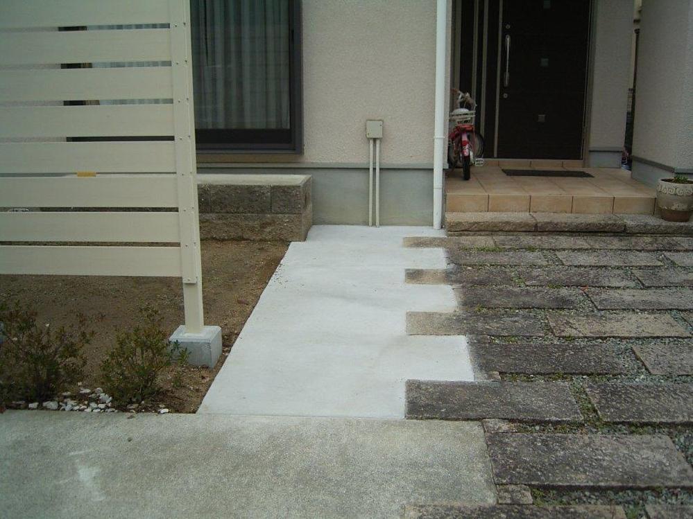玄関前の駐車スペース