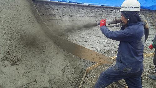コンクリート噴き付け作業