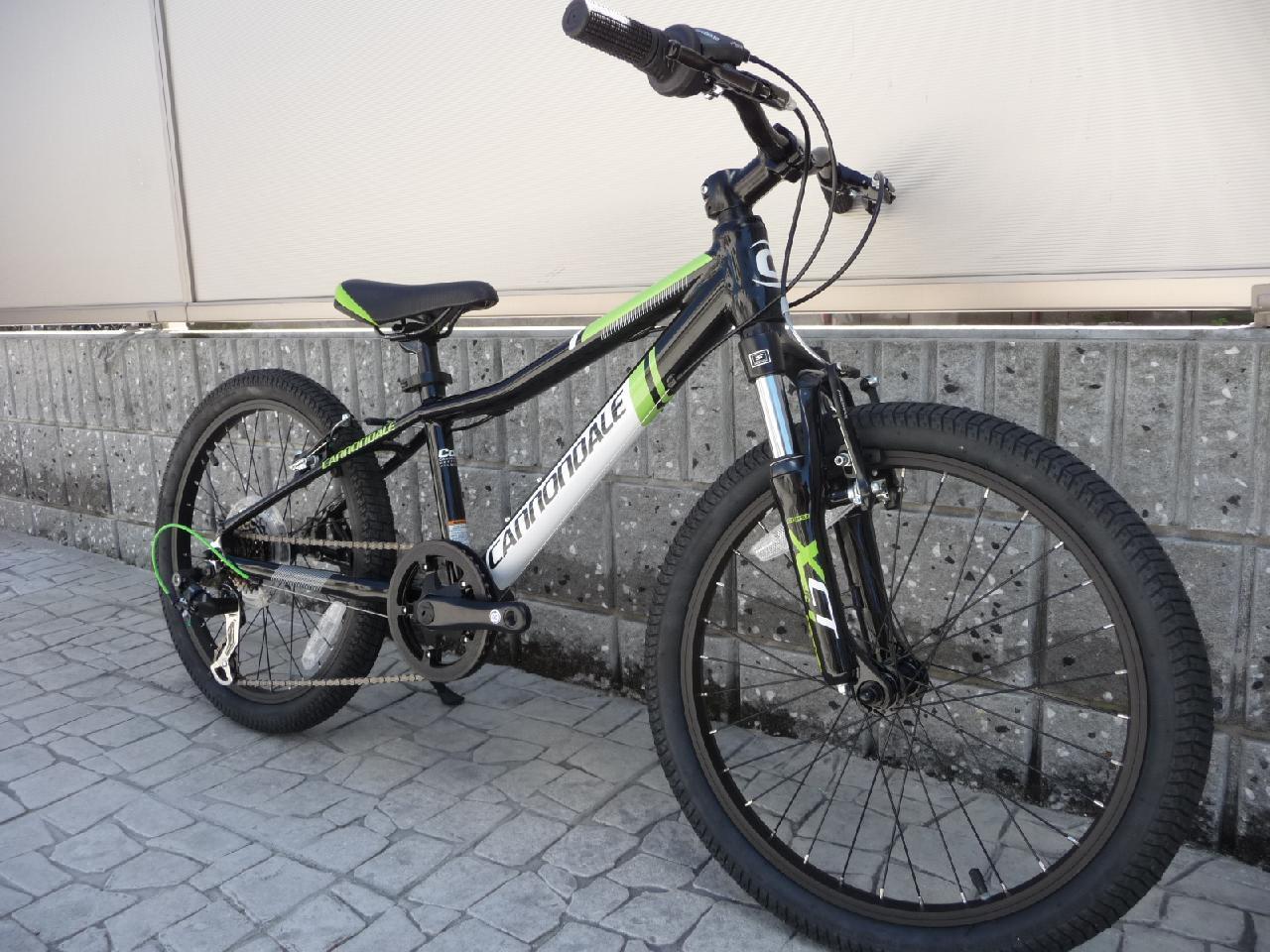 自転車の 自転車 フレームサイズ 小さい : 2016 Cannondale TRAIL 20 Boy'S 【Black ...