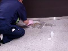 マンションの床清掃 御影石サビ取り
