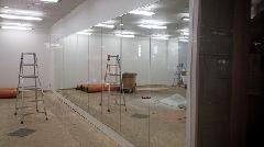 東京都内某ビル内ダンススタジオの大型鏡交換作業を実施!