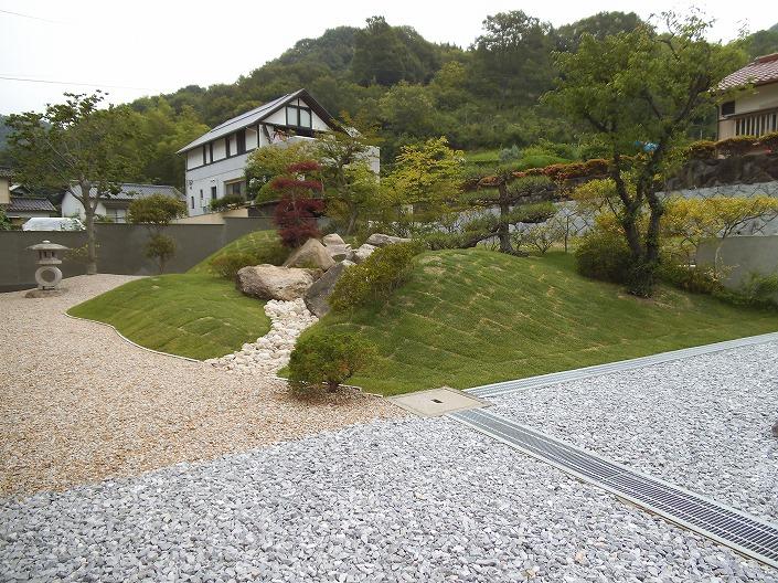 迫間の入り口とお庭