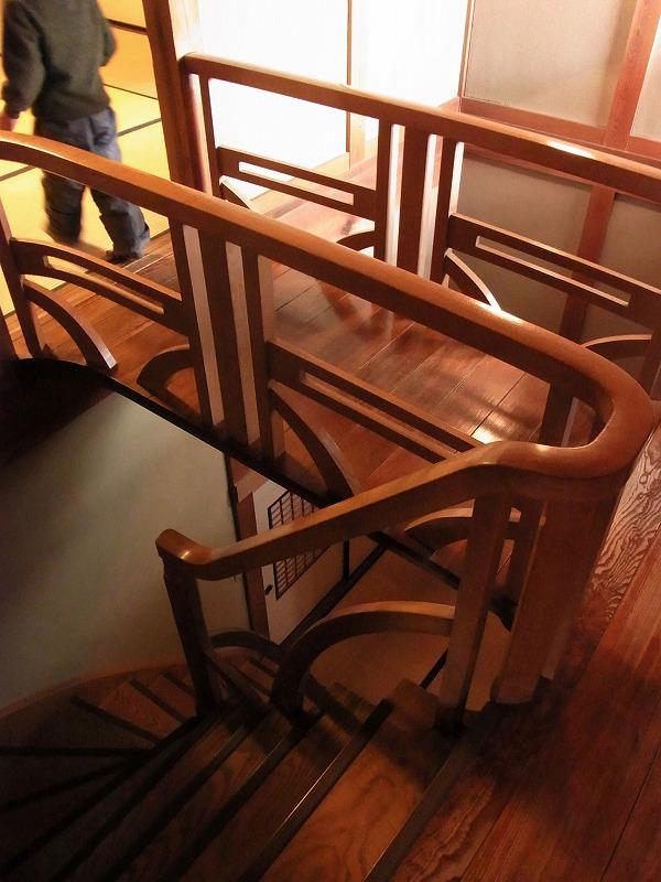 螺旋階段と太鼓橋