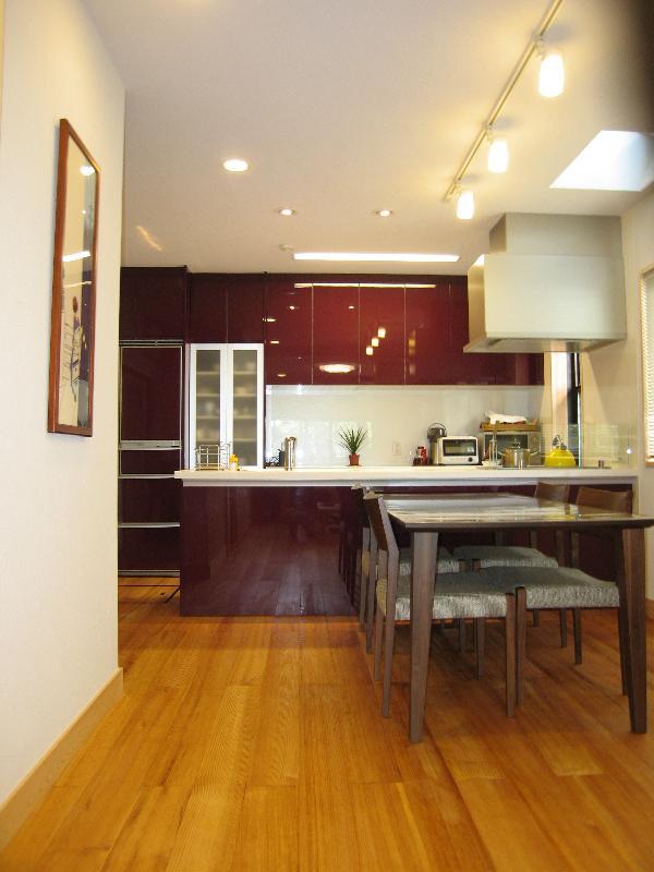 深紅のキッチン