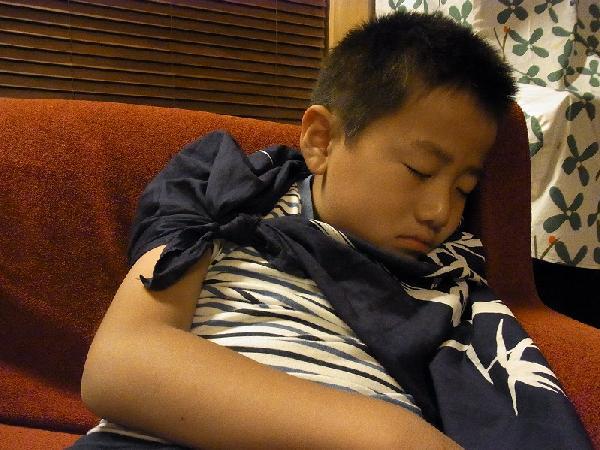 寝る昭和マン