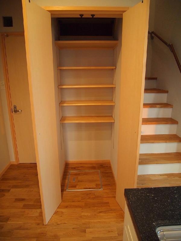 階段下物入れ