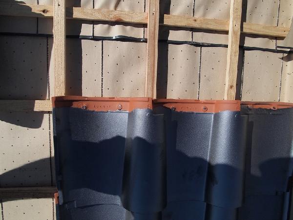 S瓦 瓦桟は格子状に配置
