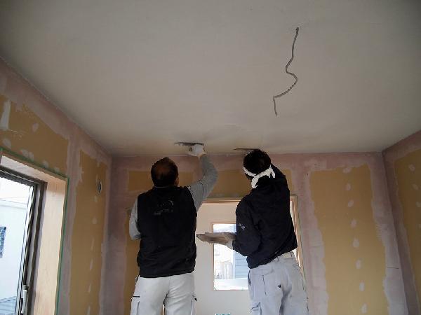 夫婦室天井は中霧島壁ライト