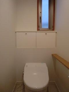 神宮前の家 2Fトイレ 収納
