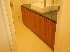 西麻布 K邸 トイレ 手洗カウンター