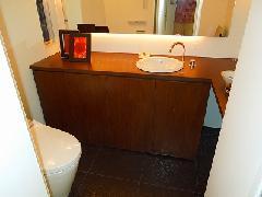 落合の住宅 トイレ 手洗いカウンター