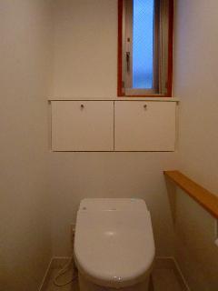 神宮前の家 2Fトイレ収納
