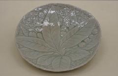 浮き彫枇杷皿