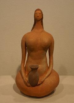 壺を持つ女