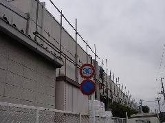 東京都内での大型スーパー足場工事2