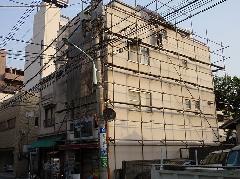 東京都北区での4階建てビル足場工事