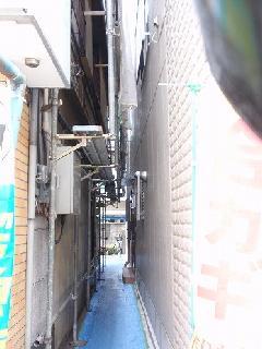 東京都での2階建て戸建住宅の足場工事(狭小場所)