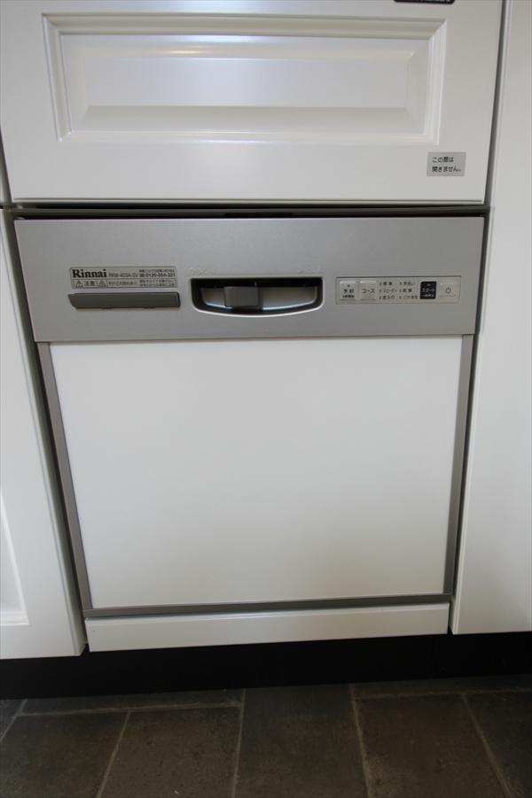 標準装備の「食器洗い乾燥機」 小さい間口にも設置可能!