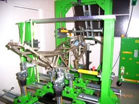 ジグ式バイク用フレーム修正機 MOTO JIG(モトジグ)