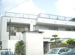 店舗謙住宅の外壁塗装や鉄部塗装になります。