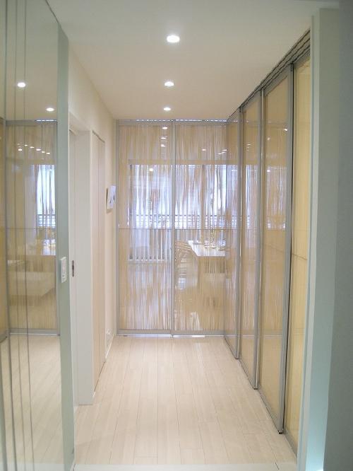 デザインハンガー戸(上吊り戸) ▼詳細デザインパネルを使用したパーティ... デザインハンガー戸
