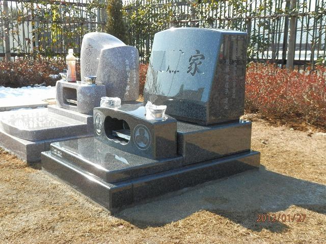 芝生墓地 墓石 インド産御影石
