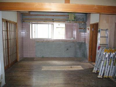 台所と和室の間の壁を撤去
