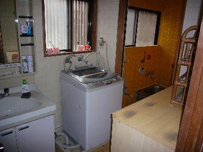 洗面、洗濯機、棚