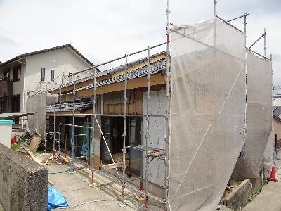 梅雨の雨を避けて屋根完成