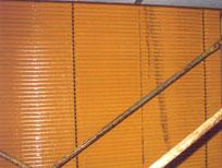 パチンコ屋さんのブラインドです。ヤニとホコリでかなり頑固な汚れが付いています。
