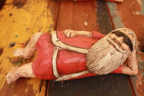 木製置物 サンタ サングラスでお休み