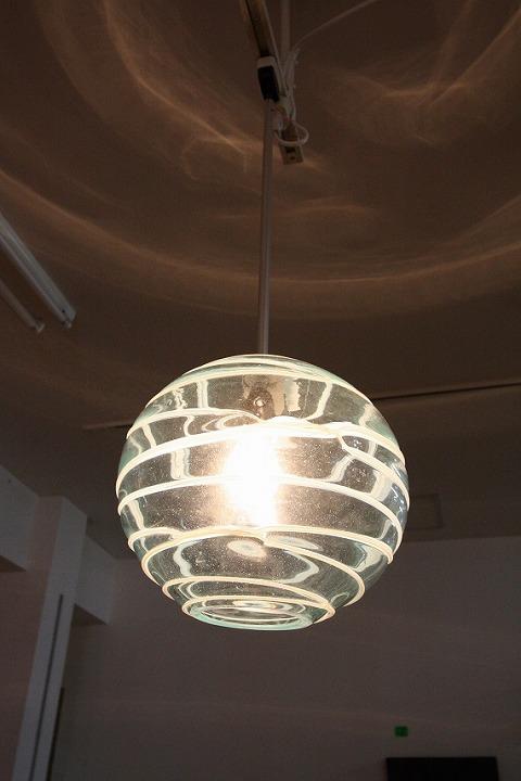 ガラス・ペンダントランプシェード(吊り下げ照明)白ボーダー 大 引掛けシーリングソケットコード付き