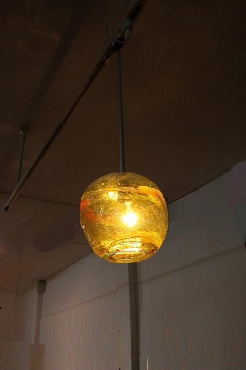 ガラス・ペンダントランプシェード(吊り下げ照明)イエロー 小 引掛けシーリングソケットコード付き
