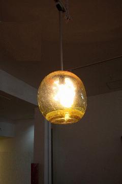 ガラス・ペンダントランプシェード(吊り下げ照明)イエロー 大 引掛けシーリングソケットコード付き