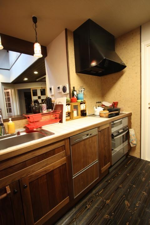 ウォールナット材キッチン