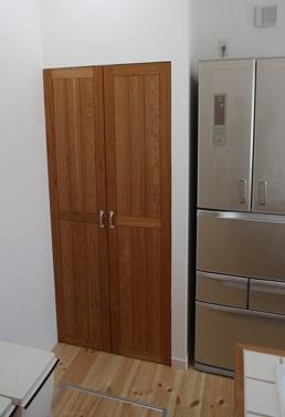 ブラックチェリー材キッチン収納扉