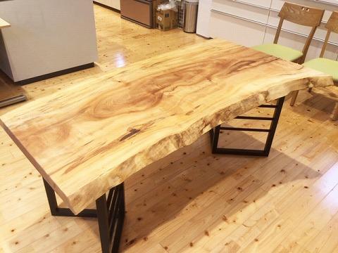 一枚板テーブル 栃