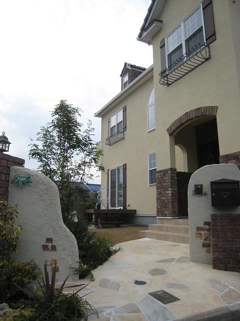 守山市の輸入住宅のお庭完成です!