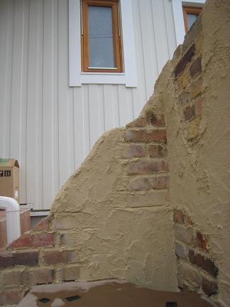 朽ちた壁から零れるレンガ