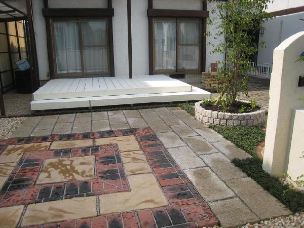 ホワイトデッキで描く庭