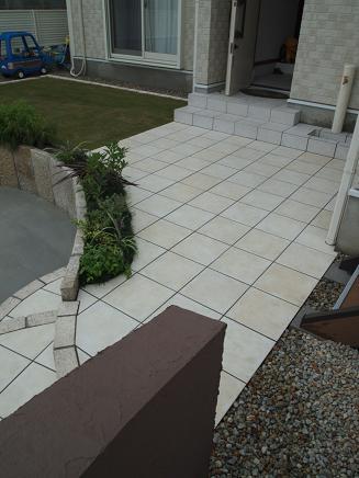 ホワイト&ブラウンで描く庭
