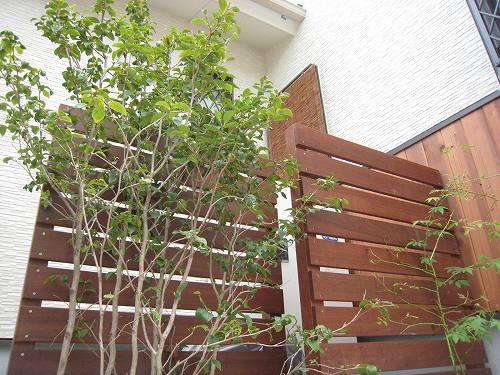 横板貼りのフェンス