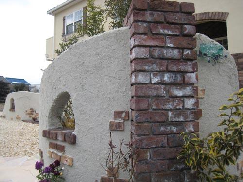 白い塗壁塀