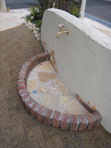 イルカの蛇口の立水栓