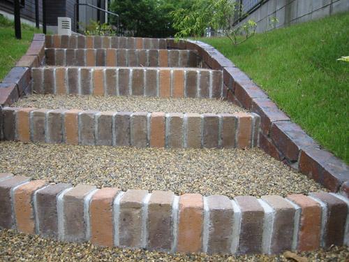 スロープ状の階段
