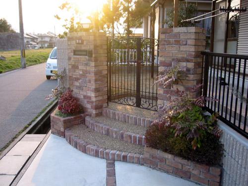 階段とガレージ