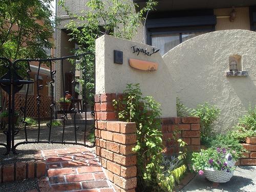 レンガ造りの門壁